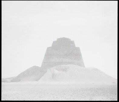 Wolfgang Laib, Meidum, Egitto, 1991, fotografia in bianco e nero Collezione privata © 2017, ProLitteris, Zürich