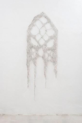 Francesca Romana Pinzari, Sanctae, 2014, crini di cavallo intrecciati Foto Andrea Veneri Courtesy Gilda Contemporary Art, Milano