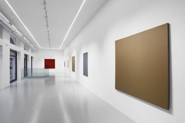 Color as attitude. Ruth Ann Fredenthal, Winston Roeth, Phil Sims, veduta della mostra, Osart Gallery, Milano