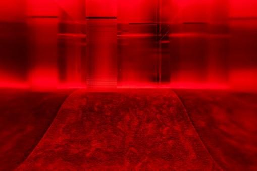 """Lucio Fontana in collaborazione con Nanda Vigo, Ambiente spaziale: """"Utopie"""", nella XIII Triennale di Milano, 1964/2017, veduta dell'installazione in Pirelli HangarBicocca, Milano, 2017 Courtesy Archivio Nanda Vigo e Pirelli HangarBicocca, Milano © Fondazione Lucio Fontana Foto Agostino Osio"""