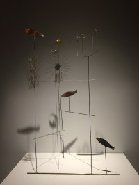Fausto Melotti, I pesci, 1976-78, ottone e rame smaltato, Collezione privata