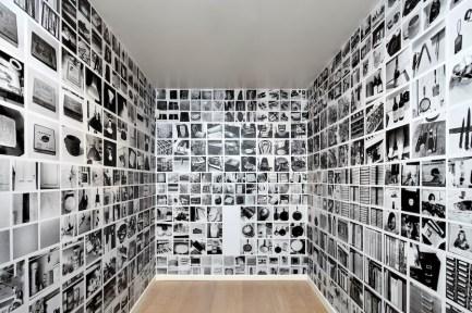 Sol LeWitt, Between the Lines, veduta della mostra (Autobiography, 1980), Fondazione Carriero, Milano Foto Agostino Osio Courtesy Estate of Sol LeWitt e Fondazione Carriero