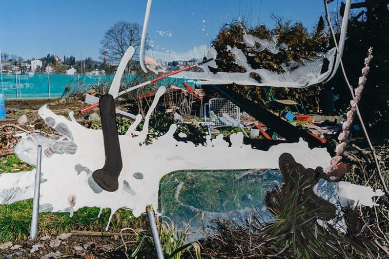 Neve, vetro e rami / Snow, Glass and Branches, 2018, acrilico e olio su c-print, 60 x 90 cm, © Lutz & Guggisberg, Ph. Nadine Kägi