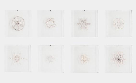 Francesca Romana Pinzari, Una ciocca dei tuoi capelli in cambio del mio cuore, 2015, capelli su Plexiglas, cm 30x30 cad