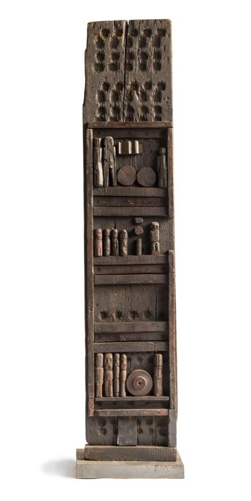 Franca Ghitti, Clan dei mugnai, 1975, legno, 185x39x9 cm Archivio Franca Ghitti, Cellatica Foto Fabio Cattabiani