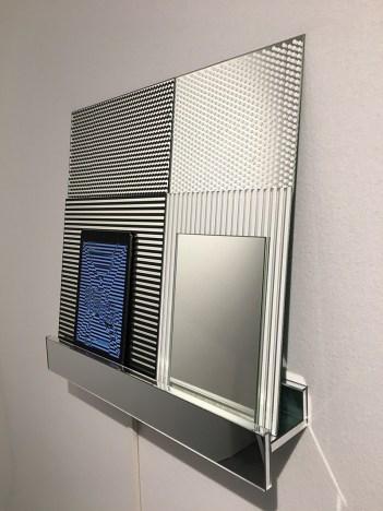 Vincenzo Marsiglia Minimal Op App, 2016 specchi, iPad, Plexiglass, stikers e applicazione per iPad, 55.5x55.5x9 cm