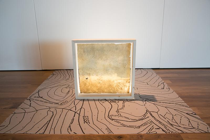 Roberto Ghezzi, Naturografia di fiume, 2017, tela sottoposta a lunga esposizione in natura, cm 50x50 - ph. Cristina Patuelli