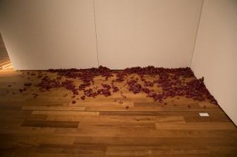 Stefan Milosavljevic, The Sweet Sound of Ah, 2017, installazione, fibre di cotone e lana, dimensioni ambientali - ph. Cristina Patuelli