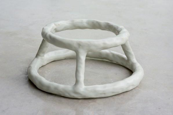 Anders Herwald Ruhwald, State, 2009, ceramica, 15x33x33 cm - courtesy Officine Saffi e l'artista