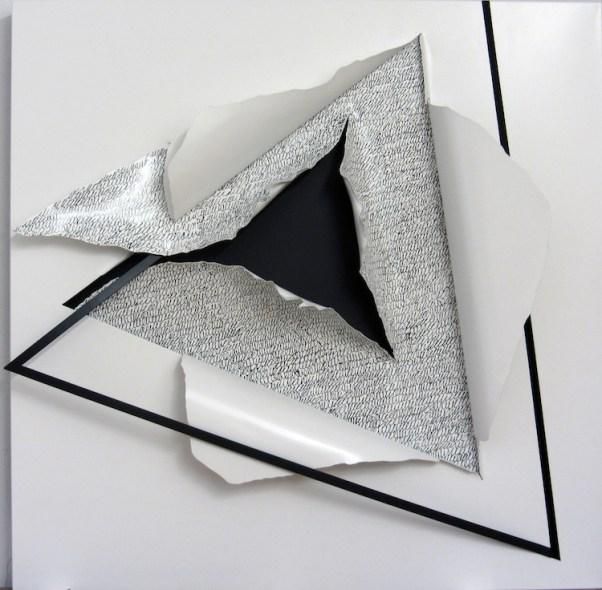 Agostino Ferrari, 4D-InternoEsterno, 2016, lamiera verniciata e sabbia, 100x100 cm