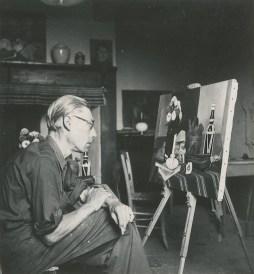"""Théodore che lavora a """"Les zinnias"""", Magnanac, Haute- Garonne, Francia, 1940, foto su tela plastificata, 148x138.5 cm, Fondazione T. Strawinsky"""