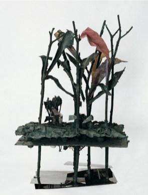 Alik Cavaliere, E ne ha così assoluta certezza quanto se n'abbia l'istessa natura, 1966-67, bronzo, acciaio, plastica, cm 261x137x95