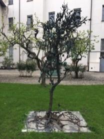 Alik Cavaliere, L'albero, 1967-1979, bronzo, cm 280x170x110, Centro Artistico Alik Cavaliere, Milano Foto di Nino Cannatà