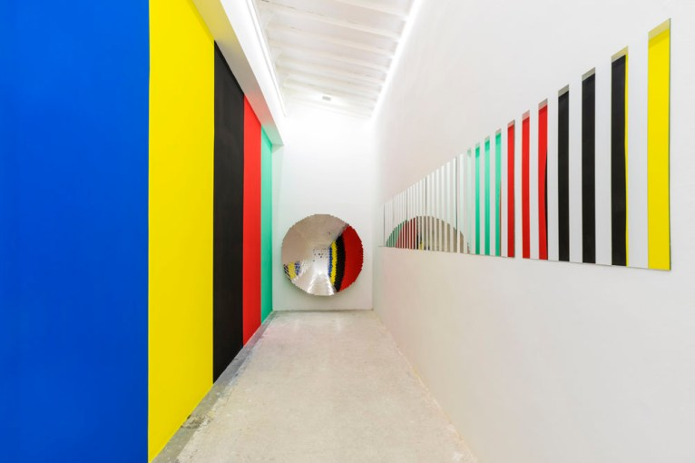DANIEL BUREN Photo-souvenir: 'Quand la couleur se regarde, que voyons-nous d'elle ?' 1990, situated work, mirror, acrylic paint, work space dimension, © Daniel Buren/ADAGP, Paris. Photo Ela Bialkowska