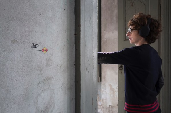 Elena Pugliese, Hai lasciato la luce accesa 2018, a cura di Maria Yvonne Pugliese e Riccardo Caldura. Foto: Pierfranco Fornasieri.