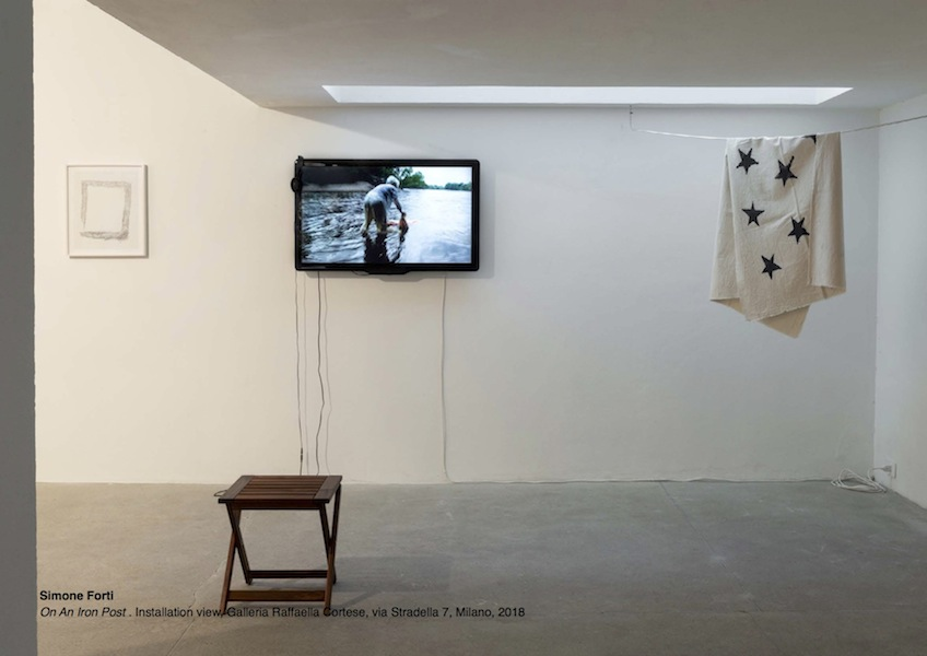 Simone Forti, On An Iron Post, Installation view, Galleria Raffaella Cortese, Milano