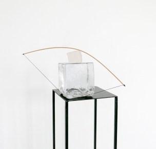 Alice Cattaneo, Untitled, 2017, vetro di Murano, balsa, paper clay, filo di cotone, 30x40x25cm circa, piedistallo 110x20x20cm, courtesy Galleria MLF Marie-Laure Fleisch, Buxelles