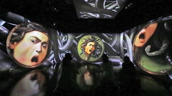 Caravaggio. Oltre la tela. La mostra immersiva, allestimento (La Medusa), Museo della Permanente, Milano