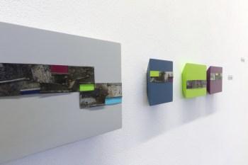 """Andrea Cereda. No signal, veduta della mostra (particolare dell'installazione a parete """"No Signal - Sequenze""""), Castel Negrino Arte, Aicurzio (MB) Courtesy l'artista e Castel Negrino Arte, Aicurzio (MB)"""
