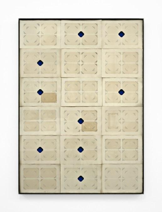 Jacopo Mazzonelli, [Sol]ve, 2019, pagine di album fotografici, velluto, ferro, vetro, 154.8x110.4 cm Courtesy l'artista e Galleria Giovanni Bonelli