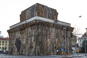 Ibrahim Mahama, A Friend, curated by Massimiliano Gioni, installation view, Caselli Daziari Porta Venezia, Milan 2019 Courtesy Fondazione Nicola Trussardi Photo Marco De Scalzi