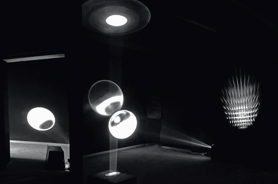 Marinella Pirelli, Ambiente delle luci/Ambiente dei fiori, Galleria Futura 3, Modena, 1971 Courtesy Fabio Donato © Fotografia di Fabio Donato