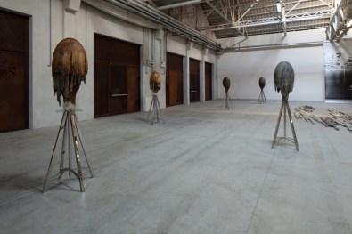 Giorgio Andreotta Calò, Meduse, 2014-2018, veduta dell'installazione, Pirelli HangarBicocca, Milano, 2019. Courtesy dell'artista e Pirelli HangarBicocca. Foto: Agostino Osio