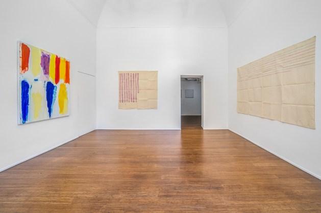 Giorgio Griffa, Tomas Rajlich, Jerry Zeniuk. Pitture Assolute, veduta della mostra, galleria ABC-ARTE, Genova, 2019. Courtesy: ABC-ARTE, Genova