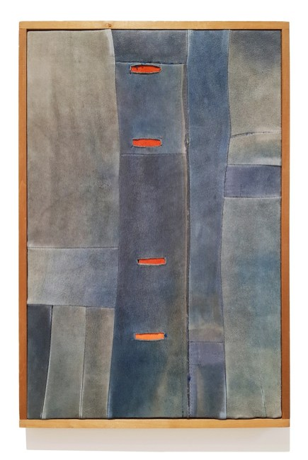 Nuvolo, Soldatino blu, 1962, pelle di daino cucita e pittura montata su telaio, 543x355 cm