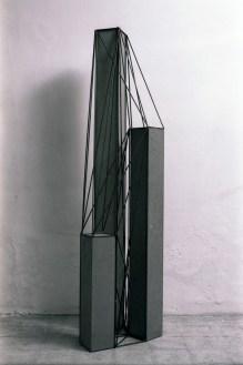 Giuseppe Uncini, Spazi di ferro n. 131, 1992, cemento e ferro, cm 180x45x39