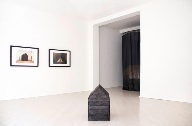 Alessio Barchitta. Fluid like concrete, tough like sand, veduta della mostra, Amy-d Arte Spazio, Milano Courtesy l'artista e Amy-d Arte Spazio, Milano