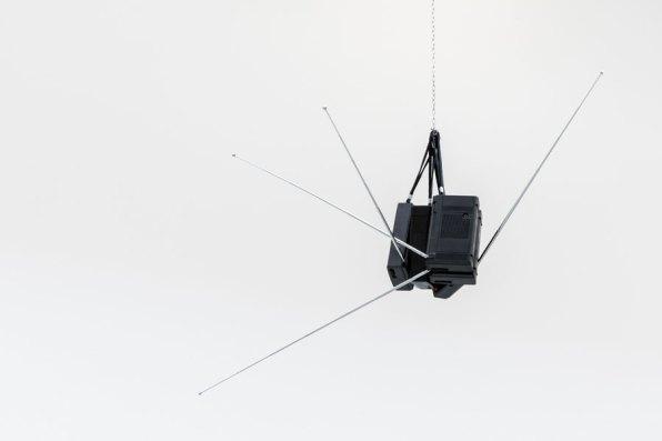 Corrado Levi. Tra gli spazi, veduta della mostra (5 Philips accese, 1987) © Triennale Milano Foto Gianluca Di Ioia