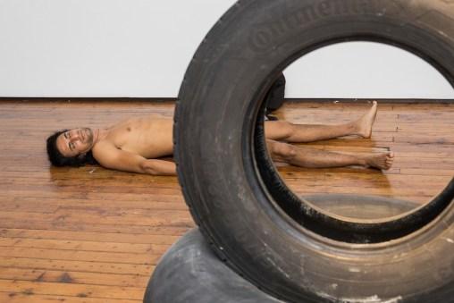 Stefano Scheda, Inerte/Inerme, performance, Galleria Fumagalli, Milano 16 gennaio 2020 Foto Lucrezia Roda Courtesy Galleria Fumagalli