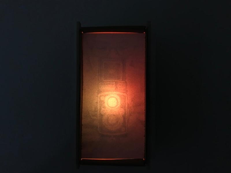 Diego Randazzo, Lanterna (Yashica-Mat LM), 2020, disegno a grafite su carta, cartone, legno, luce led, 9x19x5 cm