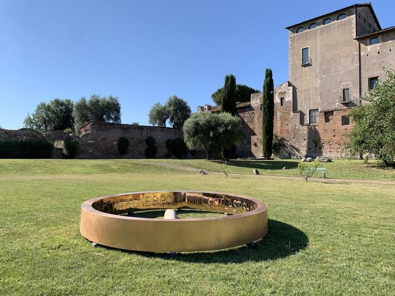 Francesco Arena, Anello, 2019, bronzo, diametro di 410 cm x 20x50 cm, Parco archeologico del Colosseo, Roma