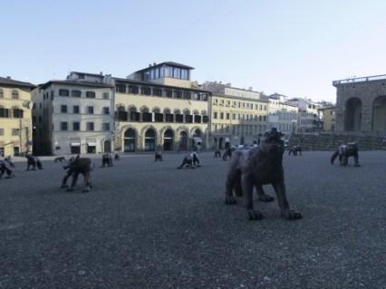 Liu Ruowang, Wolves coming to Florence, veduta dell'installazione (particolare), Piazza Pitti, Firenze Courtesy l'artista e Lorenzelli Arte, Milano