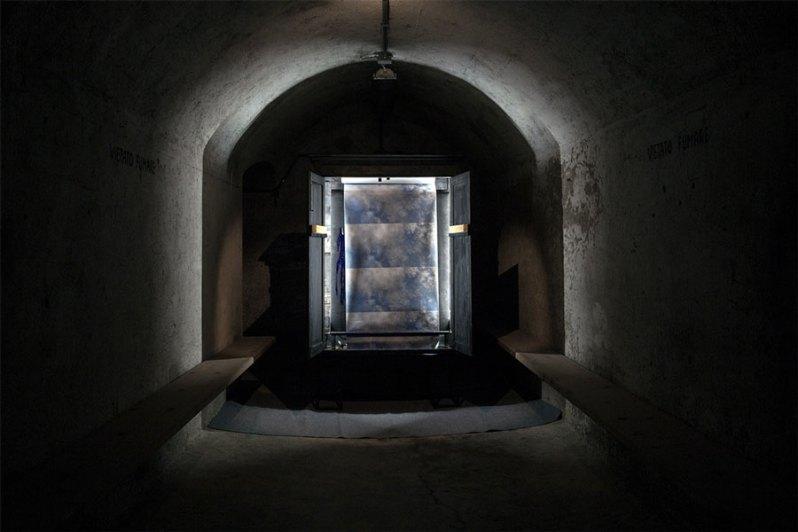Alessio Barchitta, I can't see beyond these fucking clouds, veduta della mostra, BunkerVik – Il rifugio delle idee, Brescia Courtesy l'artista e Premio Nocivelli