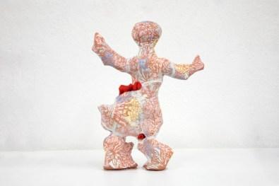 Michela Martello, Gaia, 2020, ceramica rossa, sottosmalto e seta giapponese da kimono, cm 22x16x16 Courtesy Galleria Giovanni Bonelli