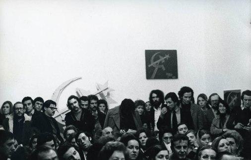 Serata dell'inaugurazione, discussione, 9 aprile 1973, Galleria Milano Foto di Alberto Gnesutta Courtesy Galleria Milano, Milano