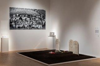 Enzo Mari, Allegoria della morte, 1987, veduta della mostra Foto Gianluca Di Ioia Courtesy Triennale, Milano