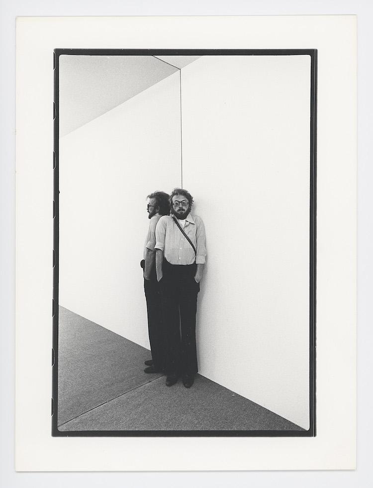Gianni Melotti, Gli angoli della Biennale, Venezia, 1976, stampa ai sali d'argento, 24x18 cm, serie di 8 fotografie esemplare unico, Archivio Gianni Melotti
