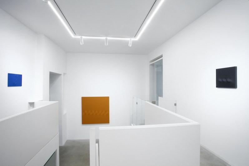 Turi Simeti. Opere 1960-2020, veduta della mostra, Dep Art Gallery, Milano Courtesy Dep Art, Milano Foto Bruno Bani
