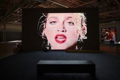 Trisha Baga, Madonna y el Nino, 2010, veduta dell'installazione Courtesy l'artista e Pirelli HangarBicocca Foto Agostino Osio