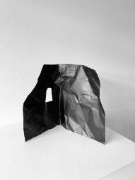 Paolo Canevari, Monumenti della Memoria, 2016, zinco dipinto, cm 28x42 - Courtesy E3 Arte Contemporanea, Brescia
