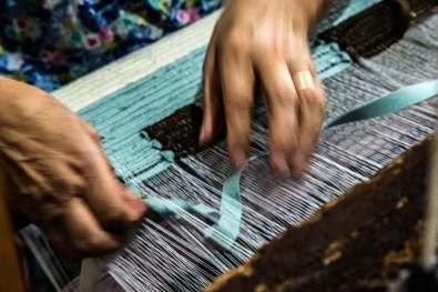 Particolare della lavorazione dei tappeti