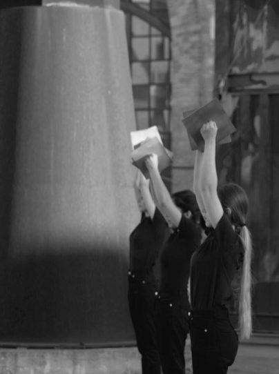 Elementum Aether, performance, 2019, Spazio Thetis – Arsenale Novissimo, Padiglione di Beverly Pepper, Courtesy Giovanni Gaggia, © Adrian Julinschi