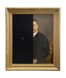 Nicolò Tomaini, Studio per un ritratto di uomo, 2020, olio e smalti su tela ottocentesca dipinta ad olio da Leopoldo Toniolo Courtesy Galleria Melesi, Lecco