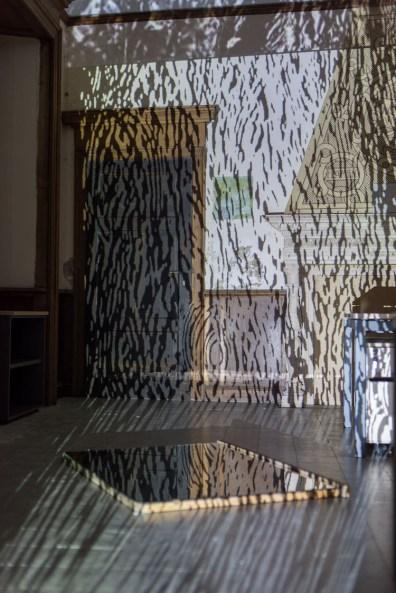 Gianluigi Maria Masucci, Materiali quotidiani per il recupero della memoria primordiale, videoproiezione modulare, video HD 1080, loop Foto Francesco Lillo