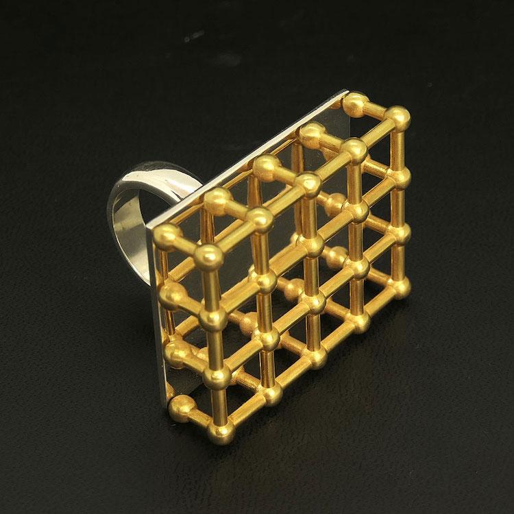 Chiara Dynys, Golden Cage, 2019 (anello), argento, bronzo bagnato in oro, 9 pezzi Credits Marco Rodigari | BABS Art Gallery, Milano