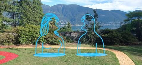Fabrizio Dusi, Eva e Adamo, 2021, acciaio verniciato a fuoco, Monte Verità, Ascona (Svizzera)
